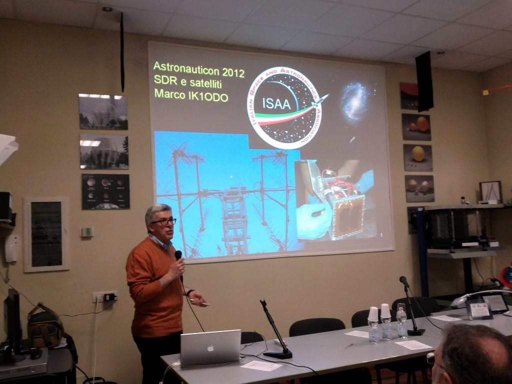 L'intervento di Marco Bruno ad AstronautiCON 6 nel 2012. Credit: Paolo Amoroso